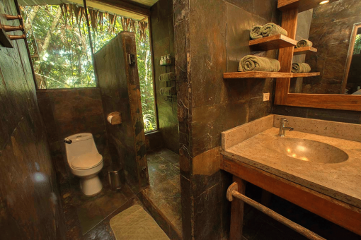 Sacha Lodge Private Bathroom