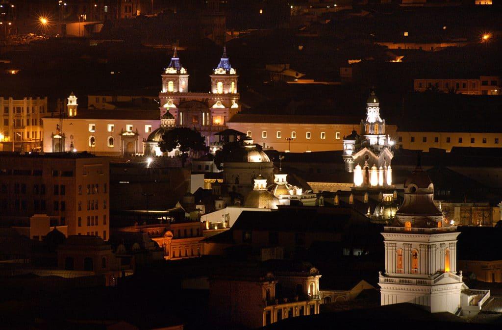 Cúpulas de iglesias de centro histórico QUito Ecuador